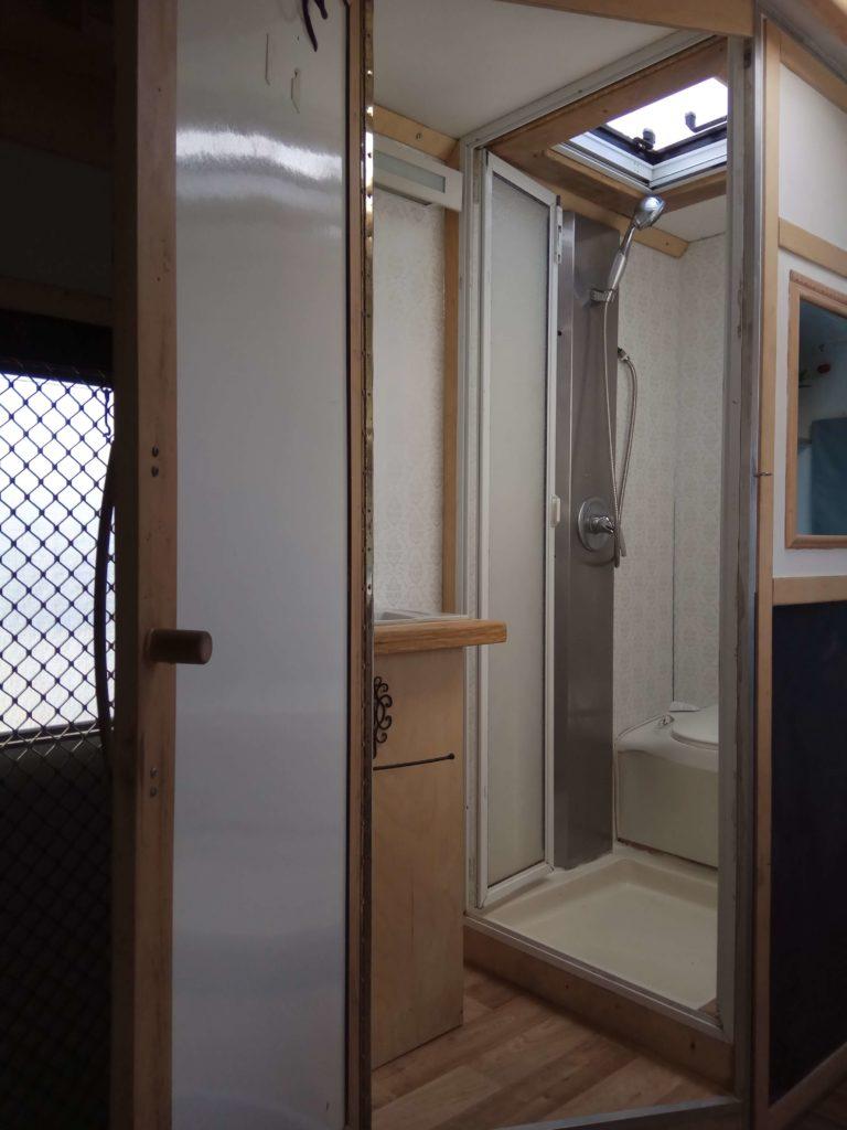 אוטוקרואן מקלחת דגם ארבל