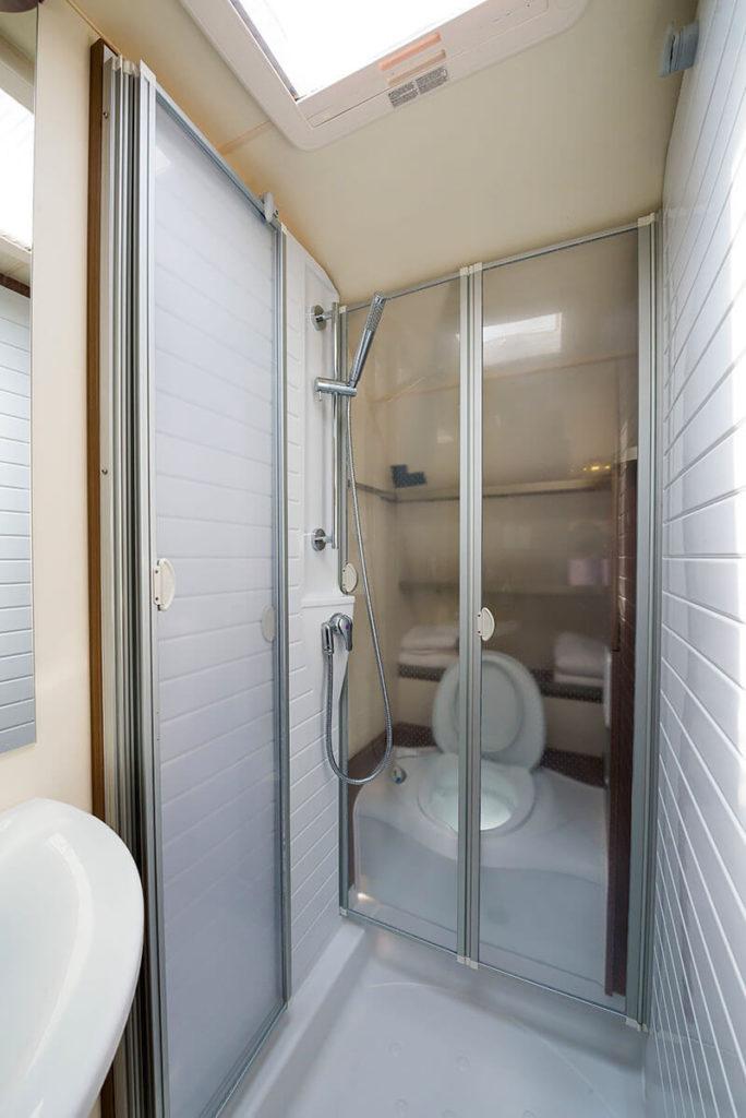 מקלחת ושירותים דגם בניאס